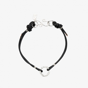 Simply Round Leather Bracelet Negro